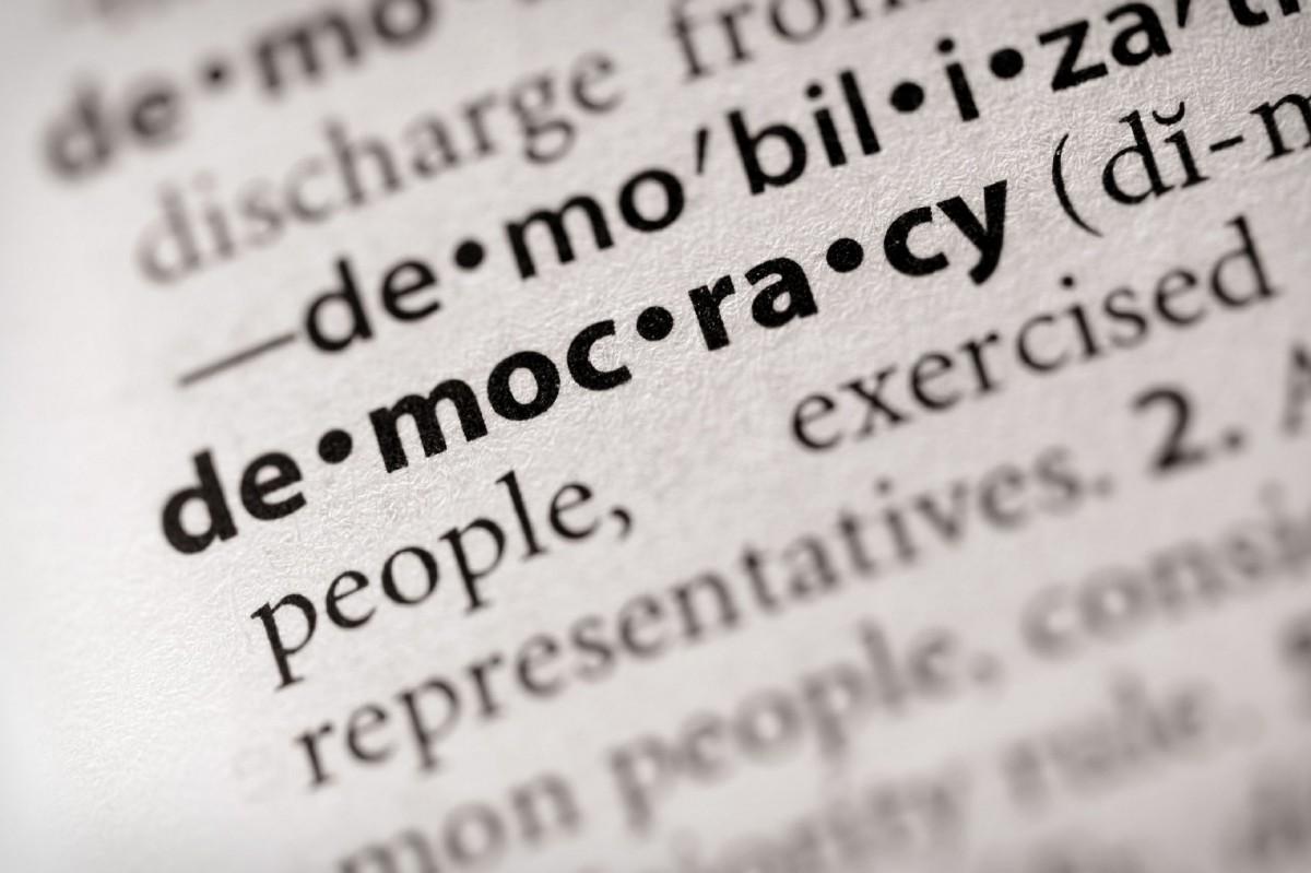 Il perno di una democrazia (davvero) liberale? L'individuo, non il popolo
