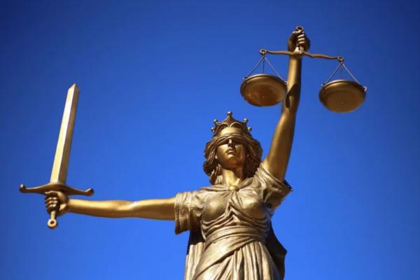L'ambiguità della giustizia sociale e i pericoli per la libertà. Alberto Mingardi su Hayek e il tribalismo